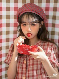 Korean Girl, Asian Girl, Ulzzang Makeup, Baddie Makeup, Girl Themes, Beanie, Hair Styles, Hats, Girls
