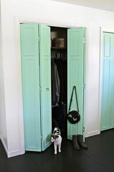 Closet Door Makeovers That Look Like a Million Bucks.paint my bedroom closet door and the inside Closet Doors Painted, Double Closet Doors, Wooden Closet, Accordion Doors Closet, Open Closets, Dream Closets, Closet Door Makeover, Closet Makeovers, Boho Deco