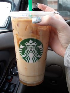 Images and videos of starbucks coffee Bebidas Do Starbucks, Starbucks Drinks, Starbucks Coffee, Hot Coffee, Coffee Drinks, Coffee Shop, Nespresso, Coffee Is Life, Food Goals