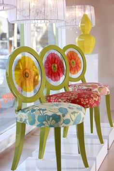 Lucite back fab floral chairs by Floral Art Funky Furniture, Home Decor Furniture, Furniture Making, Painted Furniture, Funky Chairs, Cool Chairs, Muebles Art Deco, Love Chair, Painted Chairs