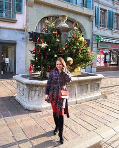 CHLOE.ROXANE - Style : A Christmas outfit that is perfect to celebrate with the family. A blue and red tartan dress, red tights and a festive Night&Day bag by De Marquet is all I need for Christmas! I'm also loving how festive Morges, Switzerland looks with all its lovely Christmas trees. Tartan Dress, Dress Red, Red Tights, Day Bag, Day For Night, Christmas Trees, Switzerland, Chloe, Festive