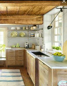 15 Awesome Rustic Kitchen Cabinets With Farmhouse Style Decorating Ideas Suitable For Your Kitchen - Home and Camper Rustic Kitchen, Kitchen Remodel, Country Kitchen, Kitchen Cabinet Styles, Chic Kitchen, Farmhouse Kitchen Design, Kitchen Styling, Shabby Chic Kitchen, Rustic Kitchen Cabinets