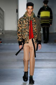 No. 21 showed its Fall/Winter 2017 collection during Milan Fashion Week.