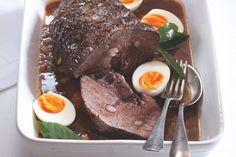 Dýňová polévka s krutony a smetanou | Apetitonline.cz Pot Roast, Steak, Ethnic Recipes, Carne Asada, Roast Beef, Steaks, Beef