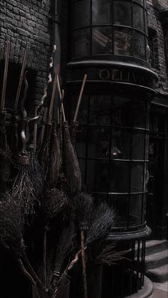 Harry Potter Icons, Harry Potter Pictures, Harry Potter Universal, Natur Wallpaper, Dark Wallpaper, Slytherin Aesthetic, Harry Potter Aesthetic, Harry Potter Background, Harry Potter Wallpaper