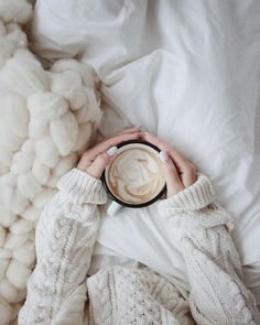 of November 🍁🍂💭 Cozy Aesthetic, White Aesthetic, Warm Bed, Warm And Cozy, Coffee Photography, Lifestyle Photography, Nude Colors, Fondation Vuitton, Jolie Photo
