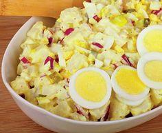 Învaţă să prepari o delicioasă salată bavareză cu ouă proaspete. Mod de preparare: 1. Se spala bine cartofii si se pun la fiert în apa cu sare, în coaja. 2. Cele 4 oua se fierb tari, iar castraveţii muraţi se taie cuburi. Ceapa se taie pestisori. 3. Odata fierţi cartofii, se curaţa de coaja, …