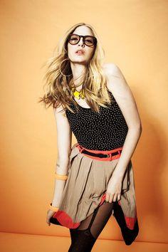 She ain't no square. (; ilove daa outfit.