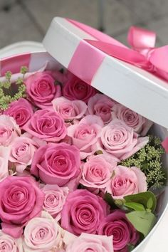 Breakfast at Chanel Pink Rose Bouquet, Pink Roses, Pink Flowers, Beautiful Flower Arrangements, Pretty Flowers, Floral Arrangements, Happy Birthday Flower, Happy Birthday Cakes, Hanging Flowers