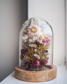 On this episode of the Team Flower Podcast, Bex Partridge of Botanical Tales joins in to talk about all things dried flowers! Bex is walking us through the detailed processes of drying flowers and her favorite flowers to grow for drying. Flowers In Jars, Diy Flowers, Flower Decorations, Drying Flowers, Flower Ideas, Diy Fleur, Rama Seca, Fleur Design, Dried Flower Wreaths