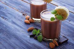 De wind loeit om het huis. Heb je met dat gure weertrek in een smoothie? Een smoothie is natuurlijk altijd lekker en gezond, maar we kúnnen ons voorstellen dat je in dit seizoengeen zin hebt om bevroren banaan en andere ingrediënten te verwerken tot een ijskoud drankje. Goed nieuws! Je kunt je smoothie ook warm…