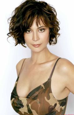 Catherine Bell - an attractive soldier, or I say to these hairs: un désordre organisé ou voulu