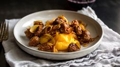 Polenta with sausage and onion