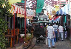 El Barrio Chino de La Habana es uno de los Chinatowns más antiguos y grandes de América Latina. En la actualidad, destaca por su escaso número de chinos, ya que la mayoría abandonaron la isla tras el triunfo de la revolución.  Los primeros comercios y servicios de propiedad china se abrieron en las calles Cuchillo, Zanja y Dragones en 1850, cuando miles de trabajadores de Hong Kong, Macao y Taiwán llegaron a la isla contratados para trabajar en las plantaciones de caña de azúcar y llenar el…