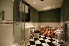 William Holland Copper residential gallery featuring our range of copper, brass and nickel bateau and roll top hand made baths and basins.