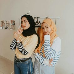 Ootd Hijab, Hijab Outfit, Striped Long Sleeve Shirt, Long Sleeve Shirts, Hijab Fashion Inspiration, Style Inspiration, Muslim Girls, Hijab Ideas, Vintage Outfits