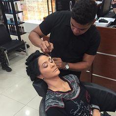 La historia no te hace campeón la HUMiLDAD si ..feliz y maravilloso comienzo de semana  haciendo lo que me apasiona @norkys_batista gracias por mi pinza la amo  #panama #venezuela #estilo #estilismo #estilista #makeup #makes #makeovers #maquillaje #maquillaje #makeupbyjordycharles #style #sonbras #labios #labial #style #stylish #work #cool