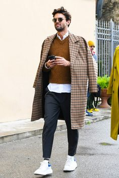 10 Best Casual Shirts For Men That Look Great! Mens Fall Street Style, Men Street, Best Casual Shirts, Mode Man, Mode Masculine, Herren Outfit, Stylish Mens Outfits, Casual Outfits, Mode Style