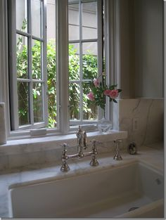 The Shaw Farmhouse sink - carrera marble look, window sill at kitchen by counter. ideen dekoration fensterbank The Shaw Farmhouse sink - carrera marble look, window sill at kitchen by counter. Window Over Sink, Kitchen Sink Window, Window Ledge, Bathroom Windows, Kitchen Windows, Kitchen Sinks, Open Window, Marble Window Sill, Window Grids