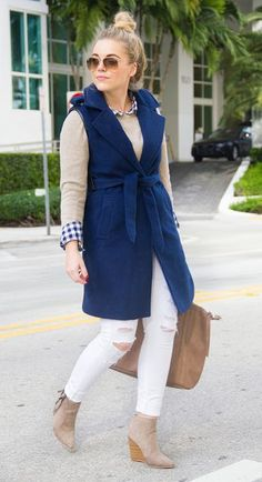 street style gingham | Navy Sleeveless Trench | LIVING IN COLOR PRINT | Bloglovin'