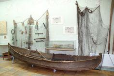 Sami boat at Murmansk Region Museum, Russia. Samisk båt ved Murmansk Regions Museum, Russland. Саамская лодка в Краеведческом музее Мурманск...