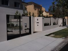 3 Ingenious Tips AND Tricks: Privacy Fence On Wheels Fencing Ideas Garden.Privacy Fence On Wheels Wooden Fence Alarm.Garden Fence Kit With Gate. Front Gates, Front Yard Fence, Entrance Gates, House Entrance, Fenced In Yard, Low Fence, Small Fence, Lattice Fence, Horizontal Fence