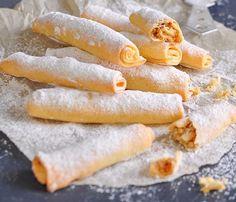 Fursecuri cu crema de nuci – crocante și fragede în același timp! Romanian Food, Pastry Cake, Home Food, Hot Dog Buns, Healthy Snacks, Food And Drink, Bread, Vegan, Cooking