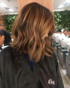Mix de tons caramelblond assinado pela hairstylist Selma Galdino, do Espaço Gioh