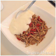 Crusca, fiocchi d'avena, bacche di goji, semi di lino e yogurt bio