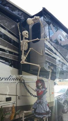Halloween Decoration Ideas for Your Campsite and Golf Cart - Glamper LifeGlamper Life campsite decorating ideas Camping Halloween, Halloween Camping Decorations, Halloween Outside, Halloween Home Decor, Halloween Kostüm, Outdoor Halloween, Holidays Halloween, Halloween Decorating Ideas, Halloween Lighting