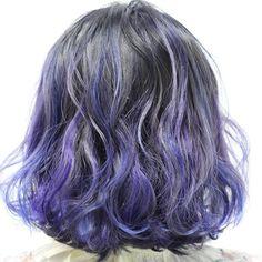 VIVIDブルーラベンダーハイライト ワンブリーチ後に根元をブルーグレーでオレンジ、赤みのない色に! 毛先はランダムにブルーとラベンダーをホイルで入れた個性的なヘアカラー★ #manicpanic #ヘアカラー #ハイライト #ボブ