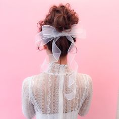These bridal hair look stunning Curly Wedding Hair, Wedding Hair Down, Bridal Hair, Wedding Stuff, Kawaii Hairstyles, Pretty Hairstyles, Wig Hairstyles, Hair Arrange, Hair Setting