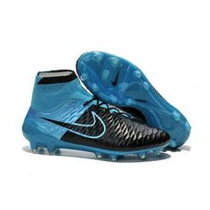 buy popular 6a7f2 523a7 Nike Magista 2015 lightweight perforated sock liner with textile top cloth  mirrors the natural foot shape and creates premium low-profile cushioning.