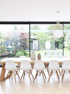 Loving this light and airy space. Photography by Light Locations