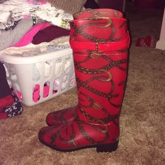 EUC RALPH LAUREN RAIN BOOTS EUC RALPH LAUREN RAIN BOOTS. USED ONCE OR TWICE. NEEDS TO BE WIPED DOWN. LIKE NEW!!!! NO BOX WHEN I BOUGHT THEY DIDNT HAVE IT. BOUGHT FROM LORD AND TAYLOR. RED PRINT WITH BUCKLES AND HORSE RIDING PRINT. BEAUTIFUL. JUST NOT MY STYLE Ralph Lauren Shoes Winter & Rain Boots