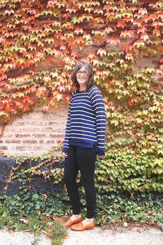 She also has a tutorial post on how to make the split hem . . . Grainline Studio | Mariner Stripe Linden Sweater