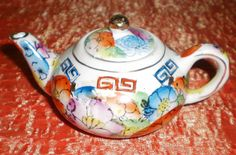 Vintage LITTLE Hand Painted POTTERY ORIENTAL CHINESE TEAPOT Ornament