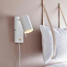 Trenger du ny leselampe på soverommet? Carrie vegglampe fra @markslojd kan være den rette for deg?