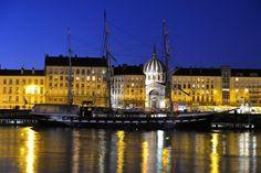 C'est beau une ville la nuit... Le BElem à Nantes .