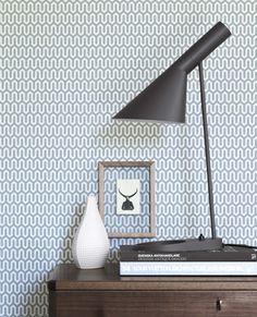 Hos Svenssons finns lamporna av Arne Jacobsen Bordslampan kostar 5720 kronor.