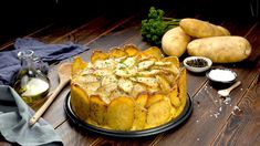 Scalloped Potatoes Cake: 8 Sliced potatoes, shaved deli ham, grated cheese, and white sauce layered in a springform pan. Potato Side Dishes, Side Dishes Easy, Homemade Au Gratin Potatoes, Ham And Cheese Casserole, Cheesy Scalloped Potatoes Recipe, Plat Simple, Easy Potato Recipes, Potato Cakes, Deli Ham