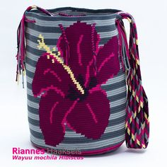 For some women, buying an authentic designer handbag isn't something to hurry into. As these handbags can be so high priced, women typically worry over their choices before making an actual ladies handbag acquisition. (Re:Leather Pouch. Tapestry Crochet Patterns, Crochet Dolls Free Patterns, Crochet Stitches, Crochet Round, Bead Crochet, Crochet Purses, Crochet Hats, Mochila Crochet, Beaded Banners