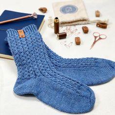 Ribbeluen - gratis oppskrift Easy Knitting Patterns, Knitting Designs, Knitting Ideas, Stockinette, Cable Knit Sweaters, 6 Years, Knitwear, Stitch, Heels