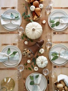 Make easy fall decorations and the perfect tablescape using pumpkins, leaves and candles. #lowes #thanksgiving #hosting