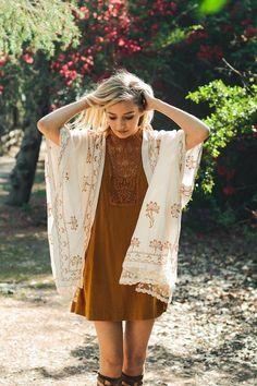 New Women Lace Scallop Trim Embroidered Kimono Scarf Shawl Wrap 2017 Collection Bohemian Kimono, Lace Kimono, Kimono Dress, Kimono Top, Hippie Chic, Cool Outfits, Casual Outfits, Boho Fashion, Womens Fashion