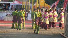 Persembahan ( Desication / Offering ) Dance crews.