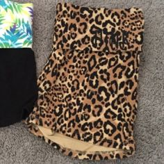 1 Pink VS yoga shorts XS XS pink vs yoga shorts leopard print in good condition PINK Victoria's Secret Shorts