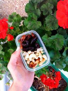 Nati jest fit!: 8 pomysłów na zdrowe drugie śniadanie do szkoły / pracy Acai Bowl, Lunch Box, Chicken, School, Breakfast, Fitness, Food, Acai Berry Bowl, Morning Coffee