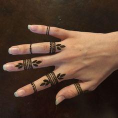 Easy Mehndi Designs, Bridal Mehndi Designs, Finger Henna Designs, Beginner Henna Designs, Henna Designs Easy, Latest Mehndi Designs, Simple Mehndi Designs Fingers, Henna Tattoo Hand, Henna Tattoo Designs Simple