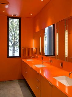 Orange may not be the most popular bathroom color, but it certainly stands out! Bright, cheerful and a little bit retro, see how some homeowners decorate with orange. Home Design, Modern Design, Design Ideas, Bathroom Interior, Modern Bathroom, Funky Bathroom, Design Bathroom, Small Bathrooms, Bath Design
